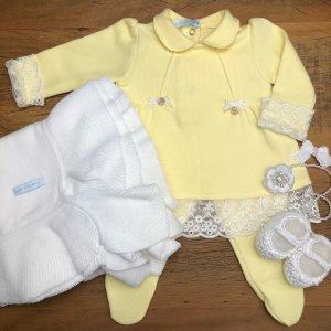 saida de maternidade feminino 8 300x300 - Confira 10 looks para saída de maternidade menina