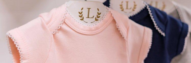 Saiba quais são as 4 peças de roupas que os bebês mais usam